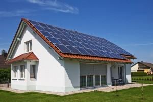 A ház energiaellátásának jelentős részét biztosítja a napelem