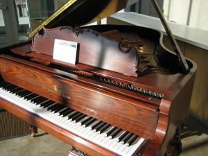 Biztonságos zongoraszállítás